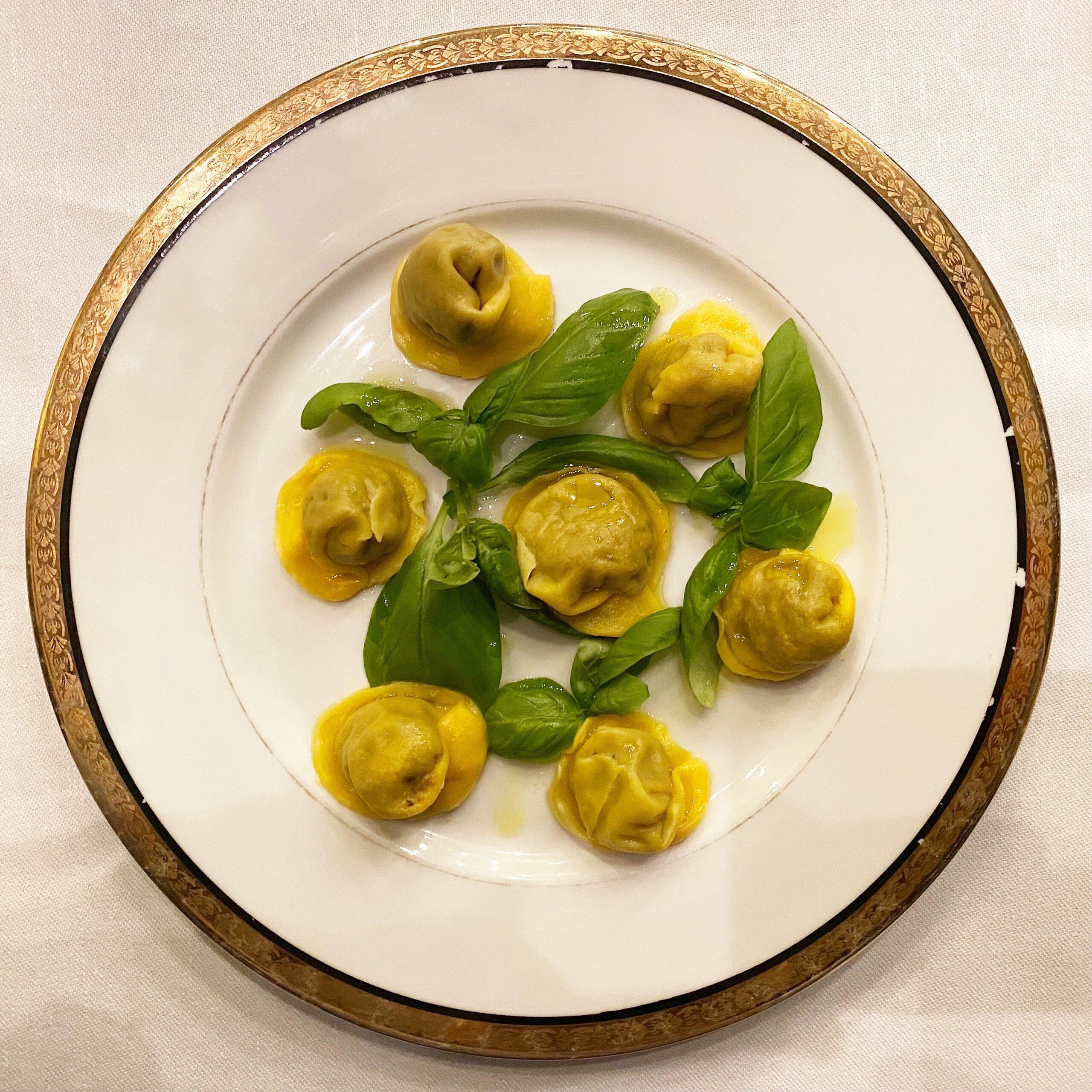 Gianni D'Amato Tellaro - Cappellettoni di crostacei, seppie, muscoli, verdure e basilico di Prà